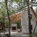 Комфорт и единение с природой: кедровый дом с огромной террасой под крышей фото