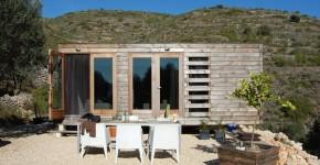 Маленький каркасный дом в Испании фото