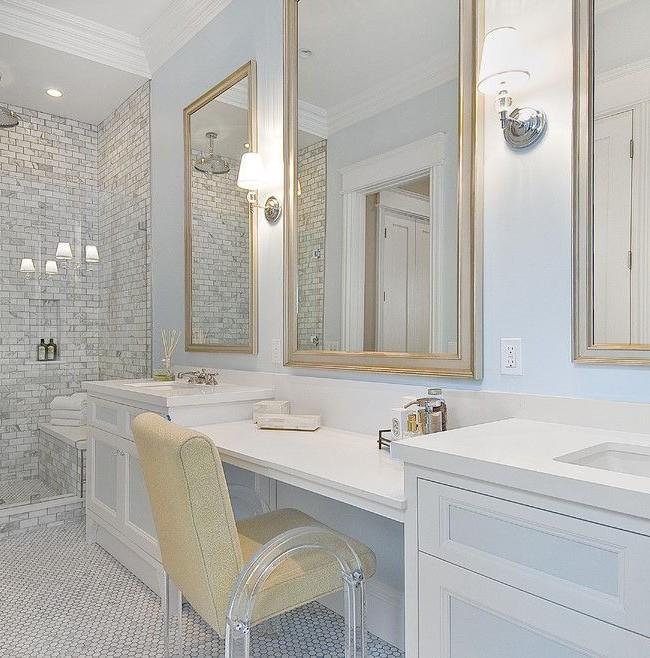 Много зеркал в ванной не бывает