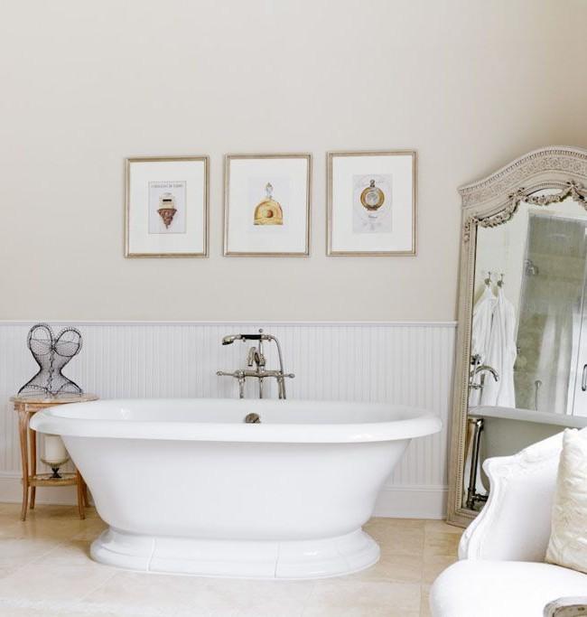 Роскошное напольное зеркало в ванной комнате леди