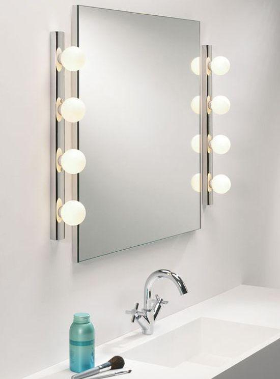 Большое прямоугольное зеркало с подсветкой - идеальный вариант, особенно для женщин