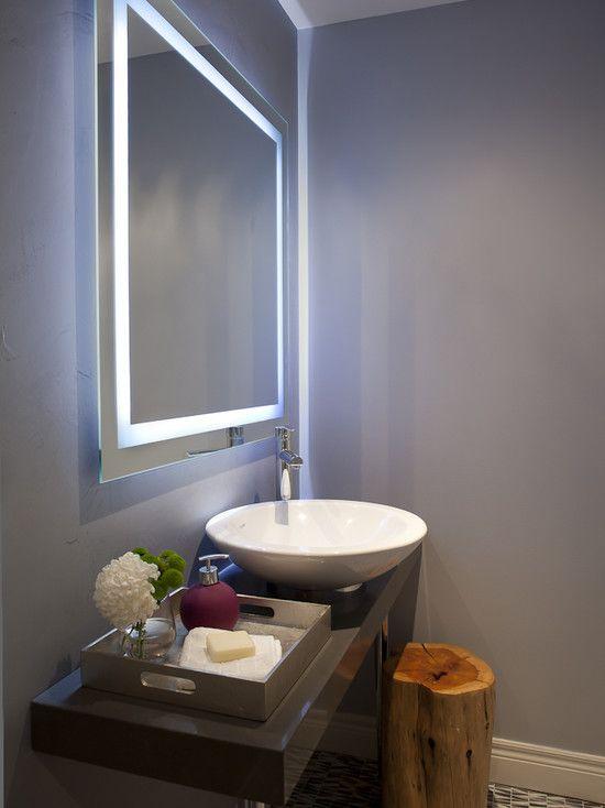 Минималиcтичное зеркало с подсветкой по периметру - стильно и очень удобно