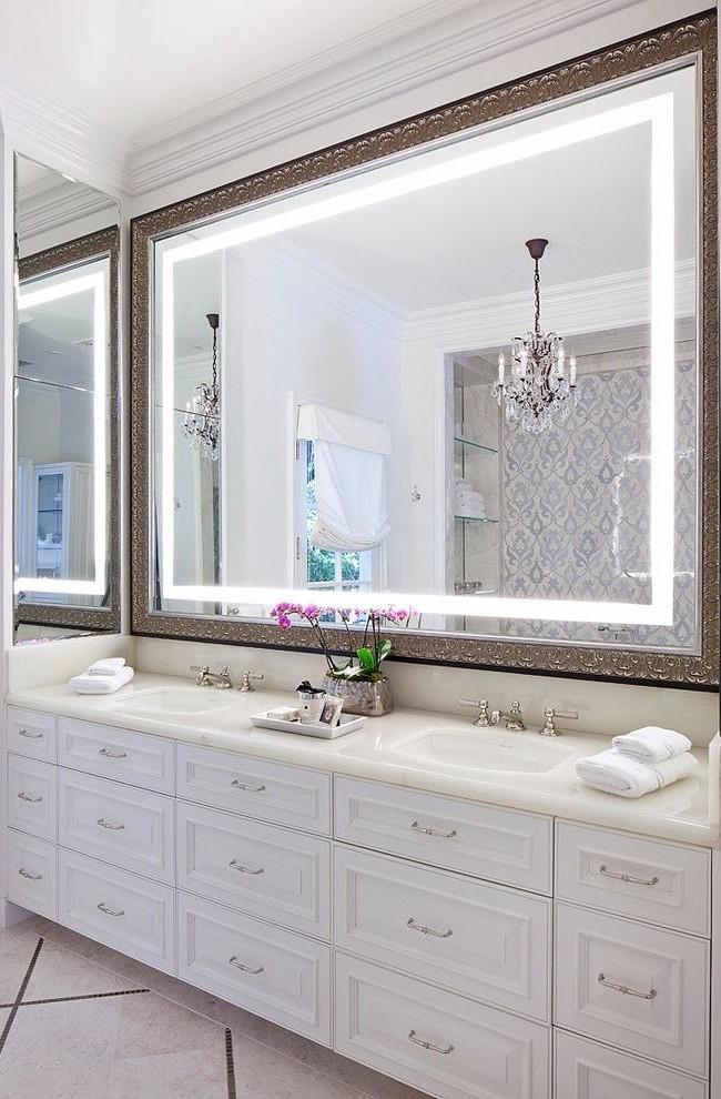 Широкое зеркало в роскошной раме со светодиодной подсветкой - стильно и очень красиво