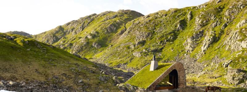 Åkrafjorden: охотничий домик, скрывающийся в горах Норвегии