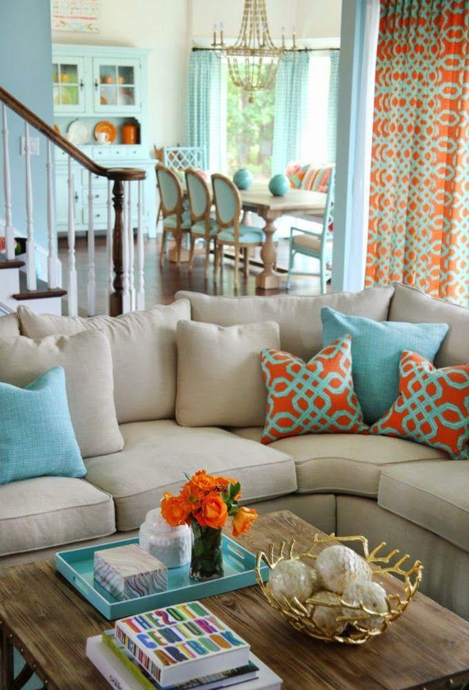 Сочетание бирюзового цвета с другими цветами в интерьере гостиной