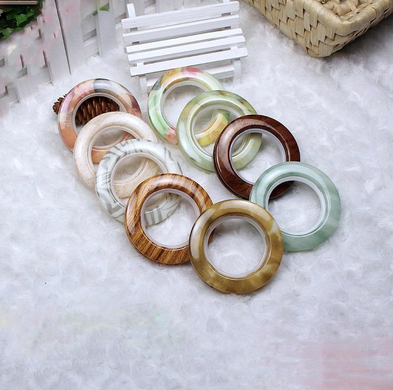 Даже самые обычные кольца смотрятся оригинальнее, если они окрашены в нетривиальный цвет