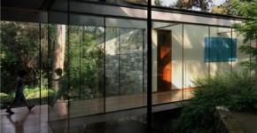 Casa Boher: дом над каналом в пригороде Сантьяго фото
