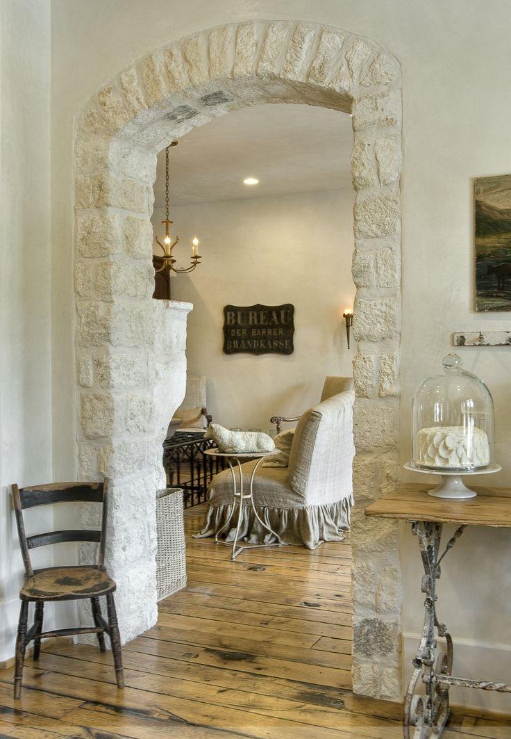 Средиземноморский стиль в отделке стен и арки межкомнатного портала