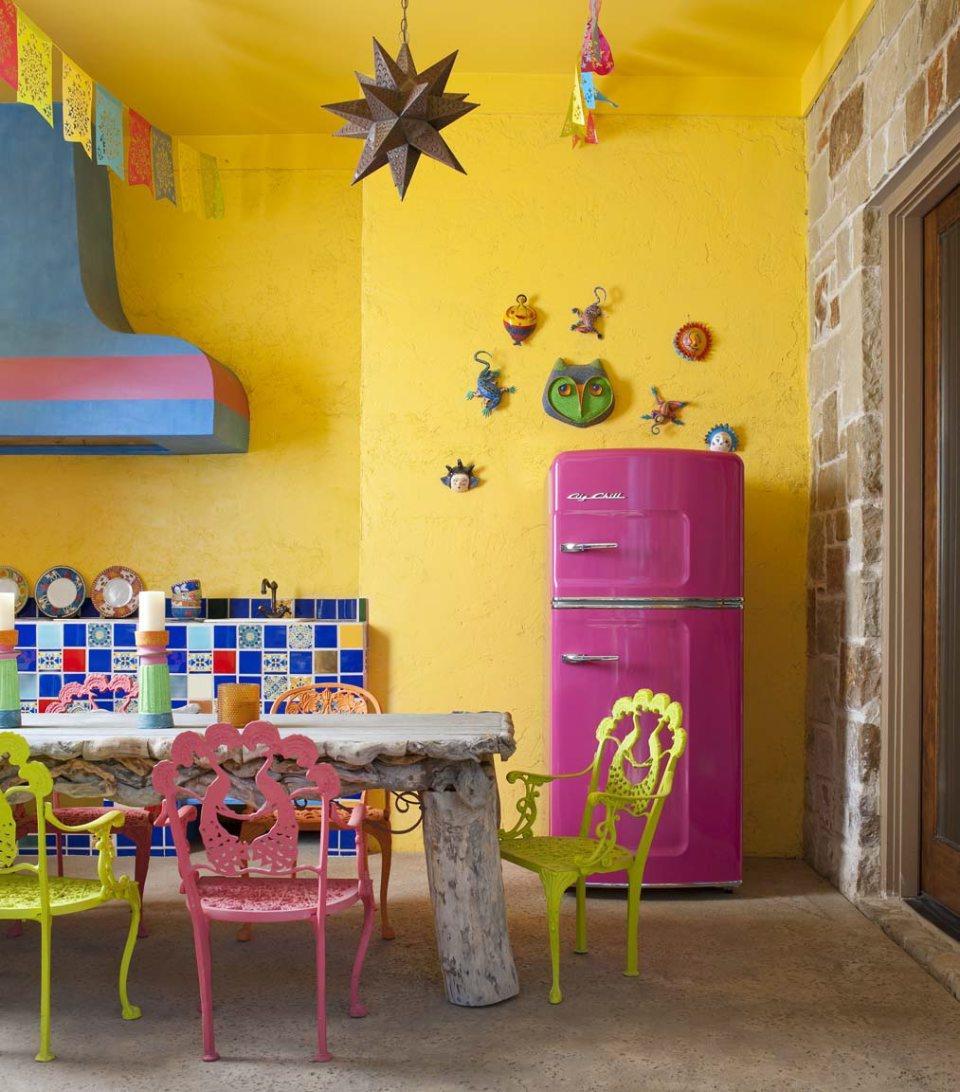 Яркая мексиканская кухня с купольной вытяжкой