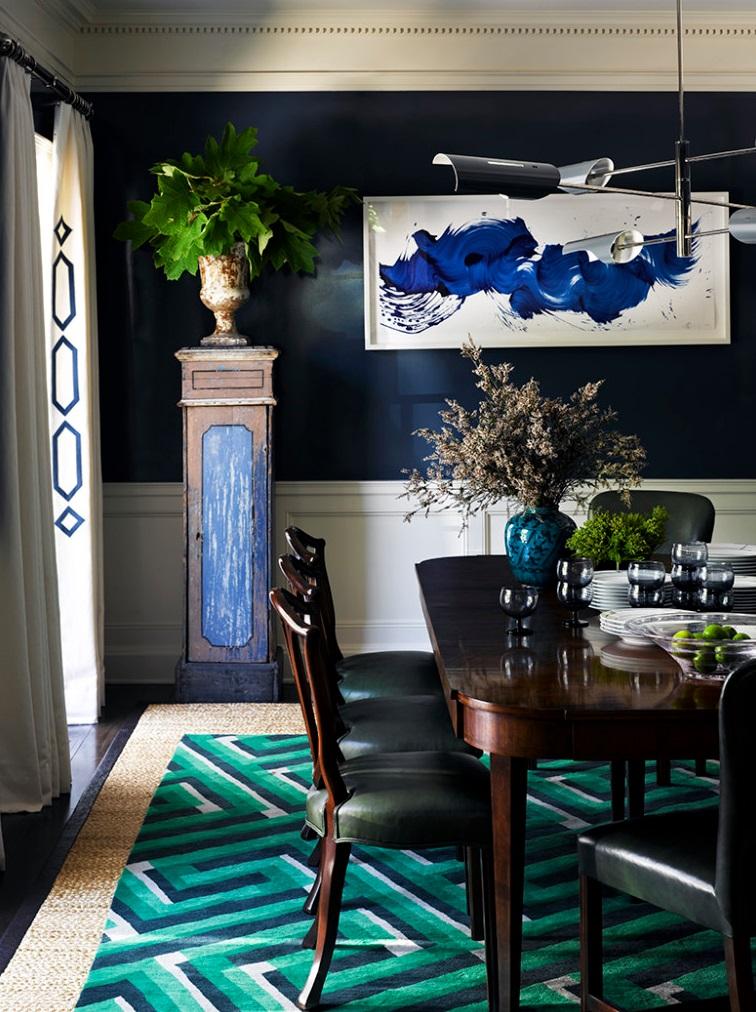 Яркие натюрморты и абстракции с насыщенными красками от современных художников хороши в интерьере столовой и кухни: они способствуют бодрому настроению на весь день