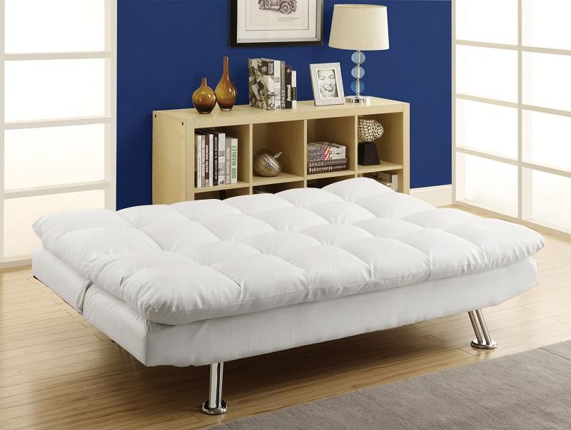 В разложенном положении такой диван не уступает по ширине хорошей кровати