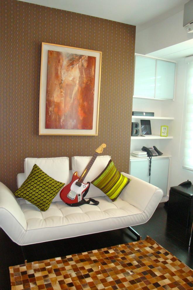 Возможность подъема боковин значительно увеличивает функциональность дивана