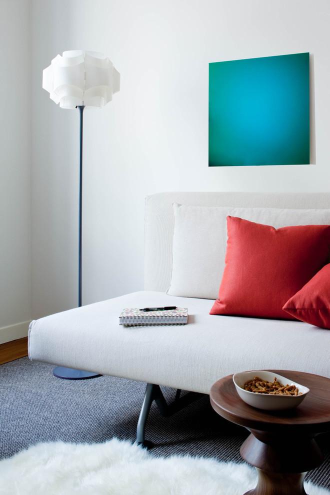Днем спальное место прекрасно трансформируется в комфортную зону отдыха