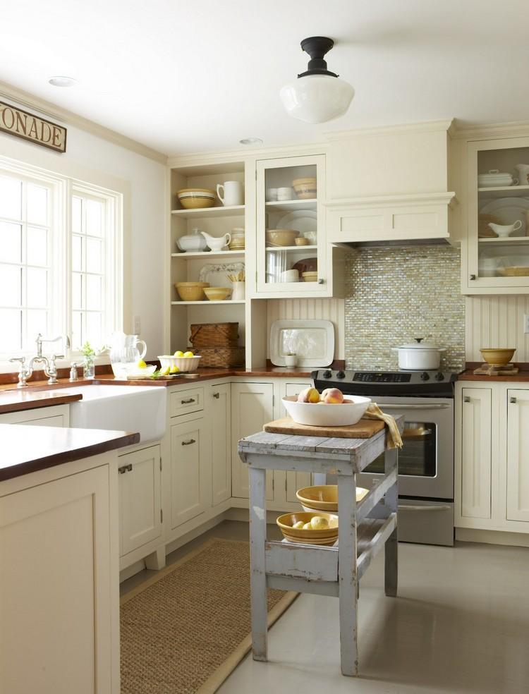 Открытые полки сделают кухню гораздо легче и свободнее