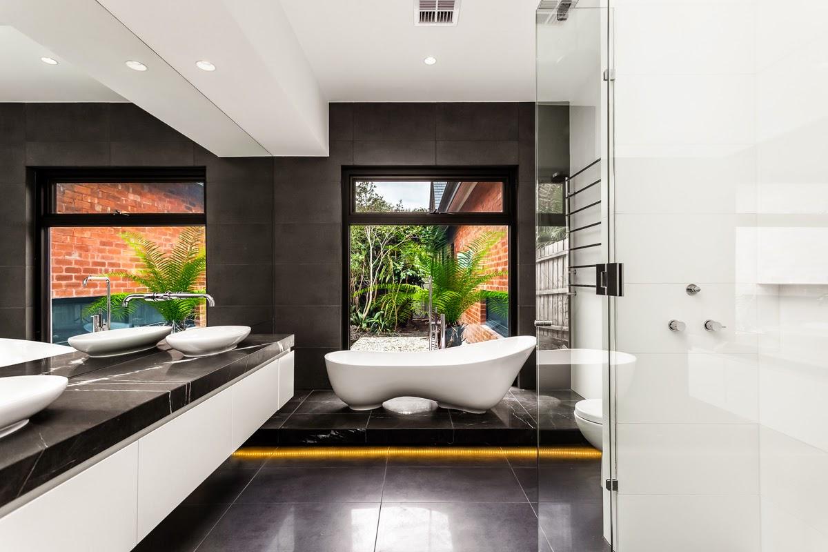 Фото 3 - Черно-белая ванная создает ощущение гармонии