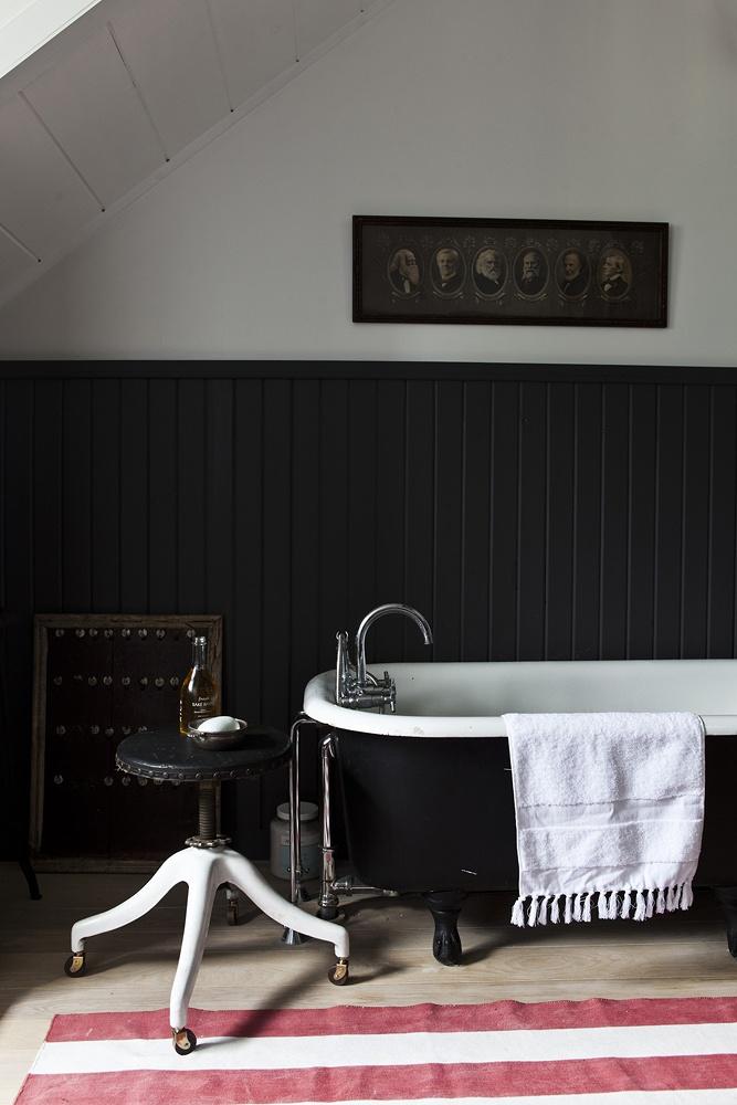 Фото 10 - Черно-белая ванная в стиле винтаж