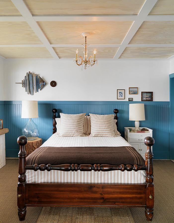 Деревянные панели - еще один способ декорирования потолка