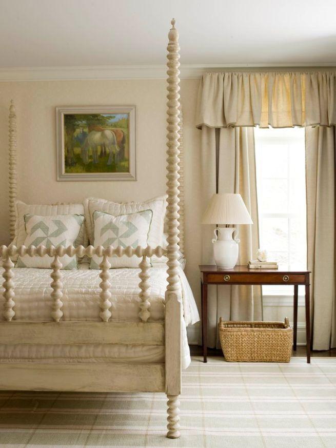 Светлая спальня - нарядно и элегантно