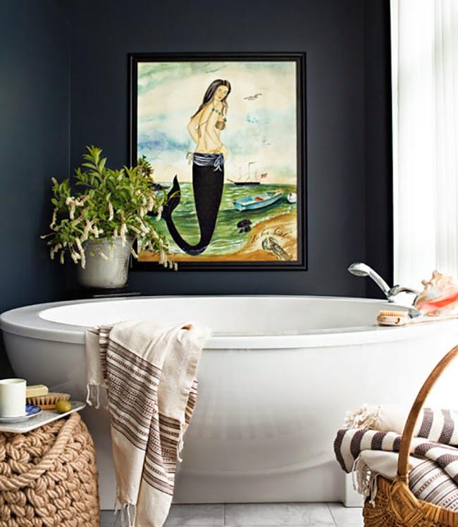 Фото 16 - Разбавляем черно-белую ванную красочной картиной