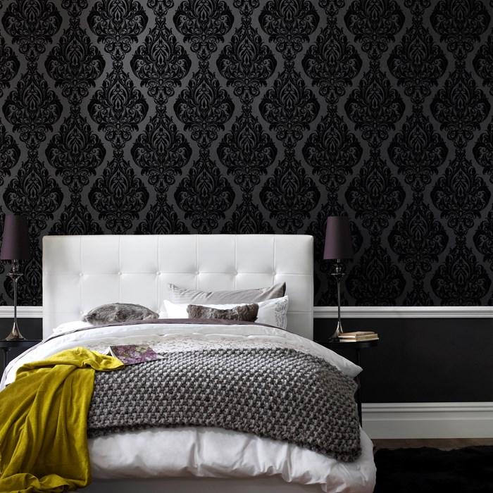 Черный цвет стен - популярное дизайнерское решение в современной спальне