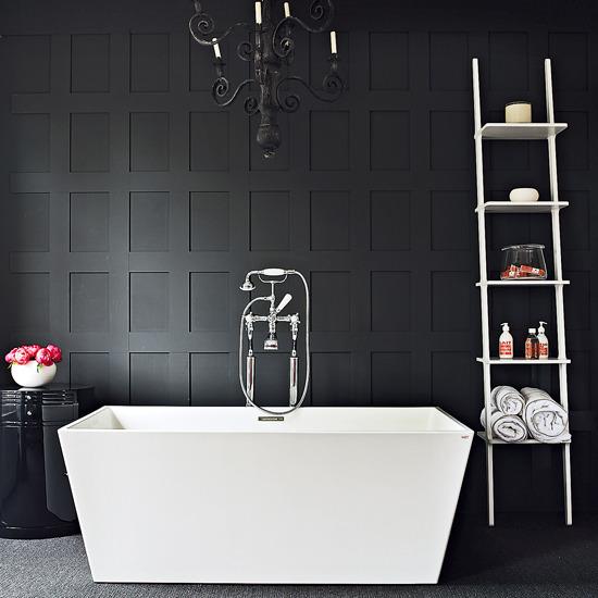 Фото 2 - Благородное сочетание черного и белого цвета в ванной
