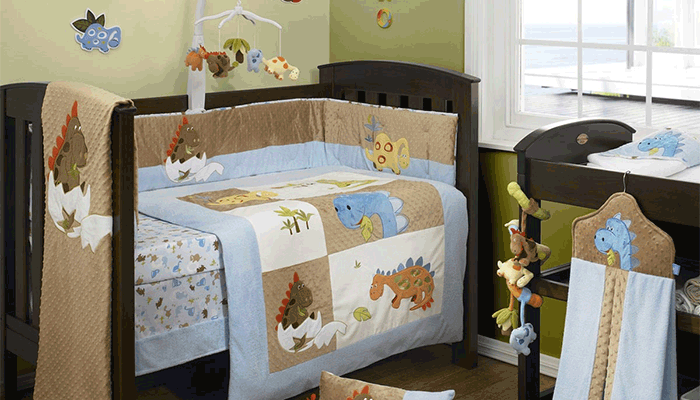 Детские комнаты совсем еще маленьких детей не стоит чрезмерно обставлять мебелью. Сконцентрируйтесь на разнообразии фактур и текстиля. Ребенку это понравится
