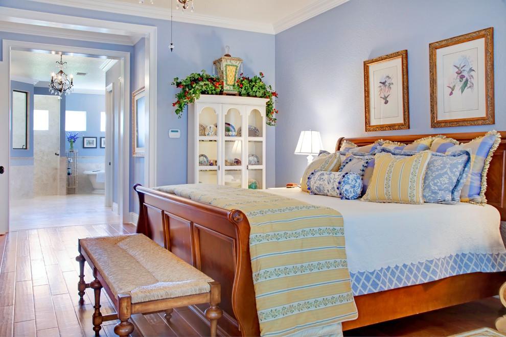 Если вам по душе светлые, воздушные, нежные и лавандовые оттенки - спальня в стиле прованс будет отличным вариантом