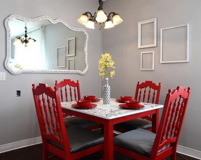 Красная мебель в обрамлении грифельных стен