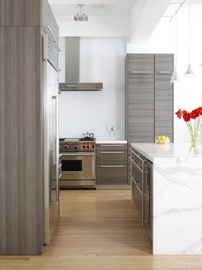 Серый кухонный гарнитур на белом фоне