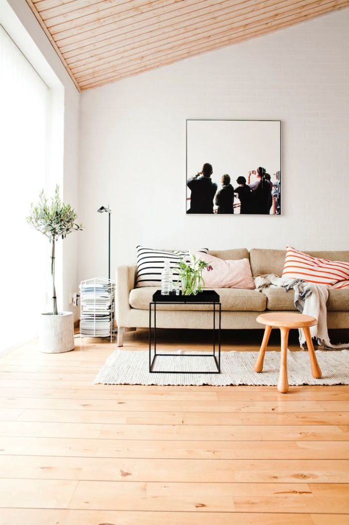 Вагонка самый доступный вид деревянного потолка. Но даже с таким недорогим и распространенным материалом можно создавать интересные интерьеры