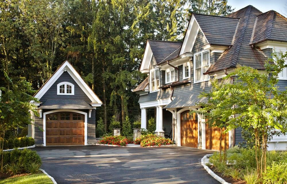 Благодаря простоте возведения, каркасный гараж можно построить отдельно от дома