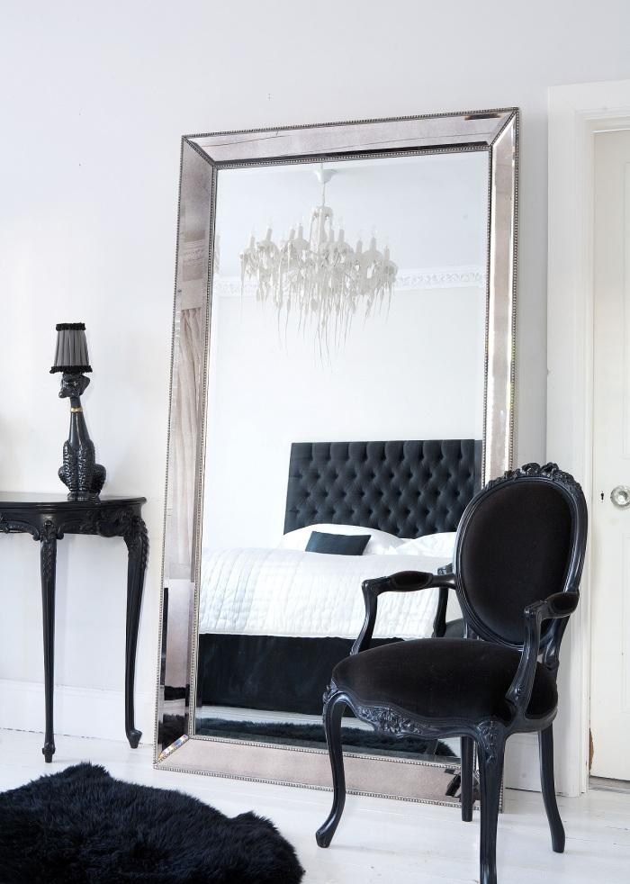 Зеркала в спальне арт-деко - обязательный элемент интерьера