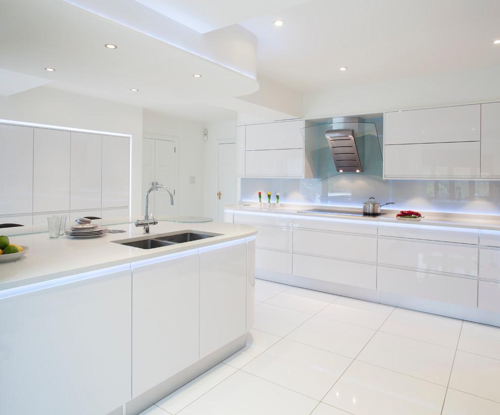 Фото 9 - Точечное освещение в стильной белой кухне