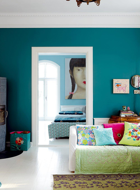 Фото 1 - Глубокий бирюзовый цвет стены