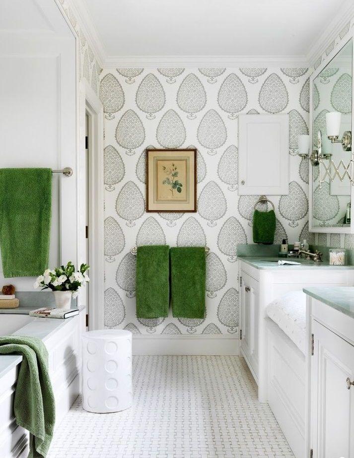 Площадь ванной комнаты достаточно маленькая, что позволяет сэкономить как на стоимости работы, так и на затраченном на нее времени