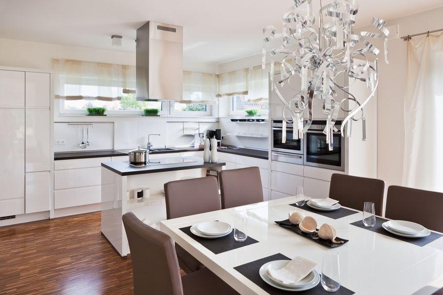 Красивая мебель и ее практичное расположение - формула гармоничного интерьера кухни