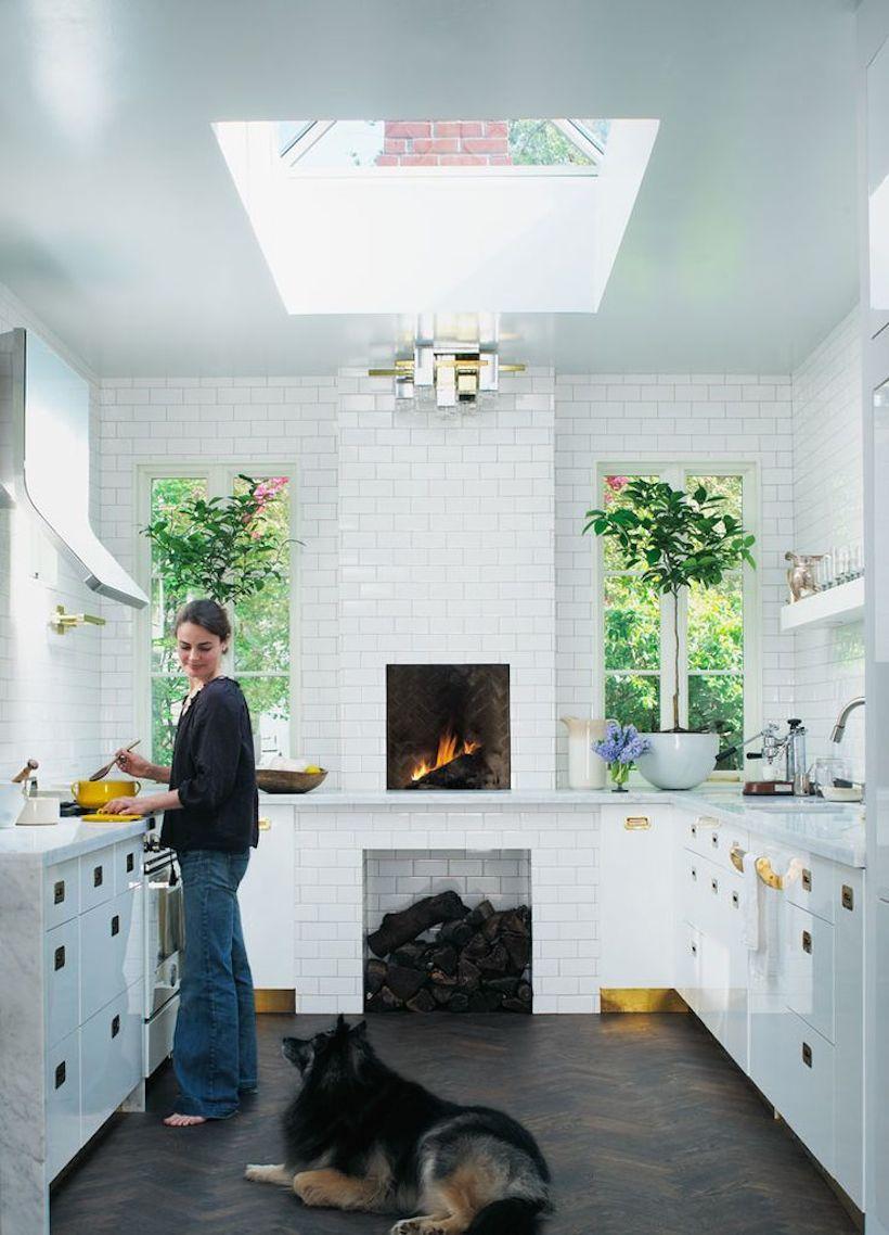 Небольшая кухня с грамотно расположенной мебелью ничем не уступает большим и просторным кухням