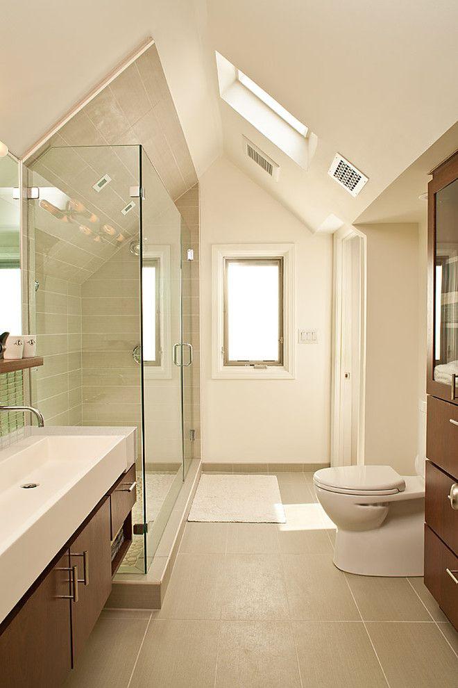 Правильно установленная вытяжка не будет обременять ванную излишними техническими деталями