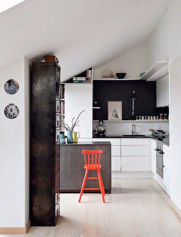 Даже несколько рейлингов позволят правильно обыграть кухонный интерьер