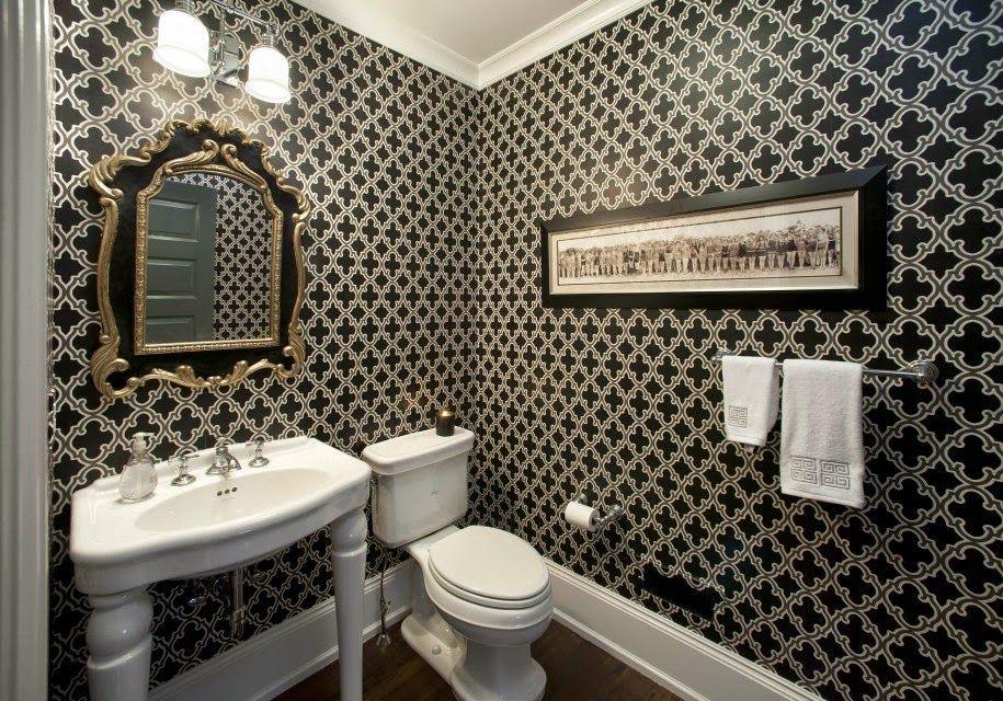 Качественный дизайн ванной комнаты с использование обоев обойдется дешевле, чем при использовании кафеля