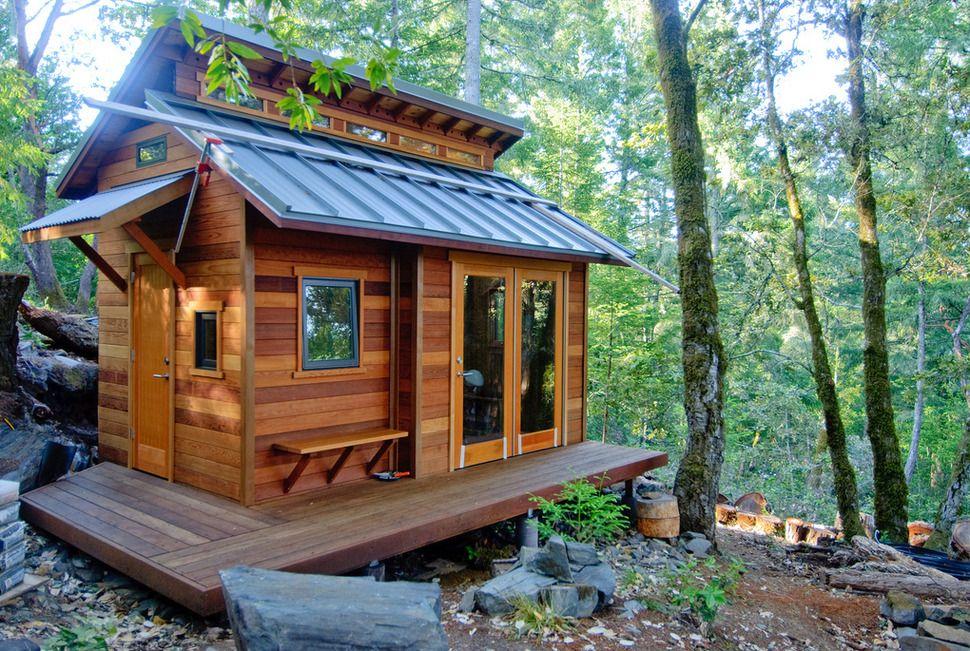 Простой и комфортный дачный домик в лесу