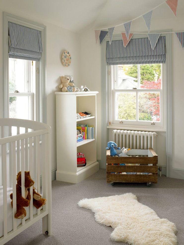Рулонные шторы из материалов высокой плотности - популярный элемент декора для детской комнаты
