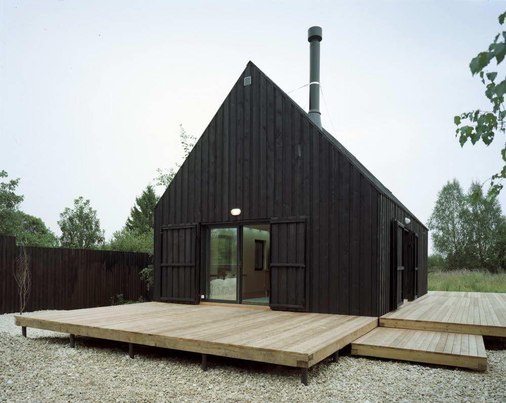 Двухэтажный дачный сборный дом