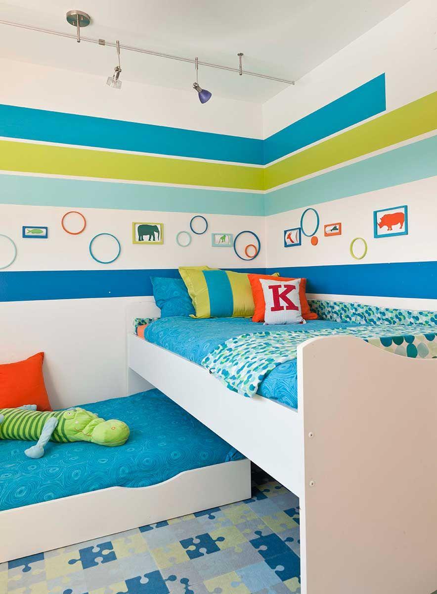 Для маленькой детской комнаты выдвижная кровать - настоящее спасение