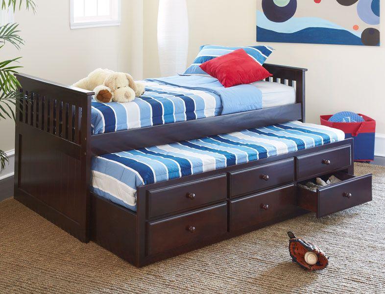 Малышам наверняка понравится самостоятельно выдвигать и задвигать кровать