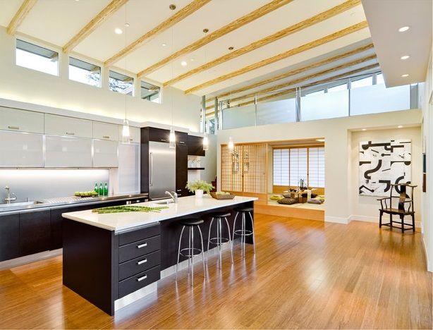Глянец поверхностей, минимализм, прямые линии и светлые тона идеально сочетаются с фасадами мебели из темного дерева