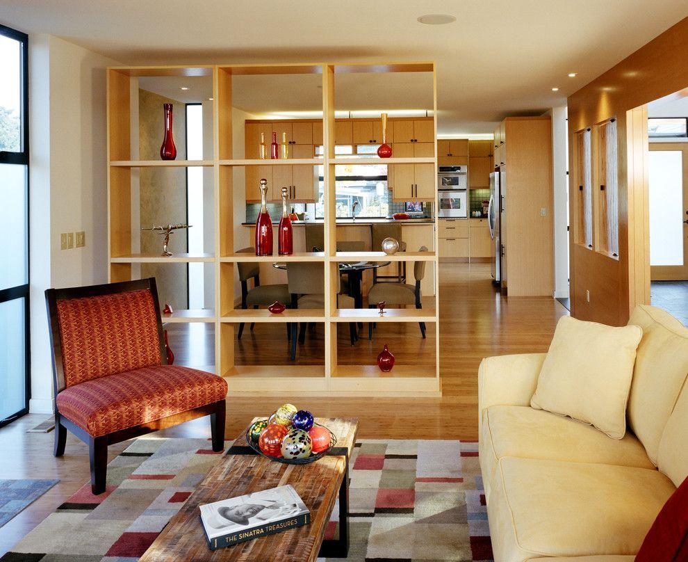 Большинство видов стеллажей доступны по цене и просты в сборке