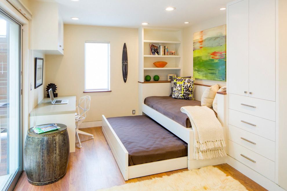 Днем - модный диванчик, ночью - два полноценных спальных места