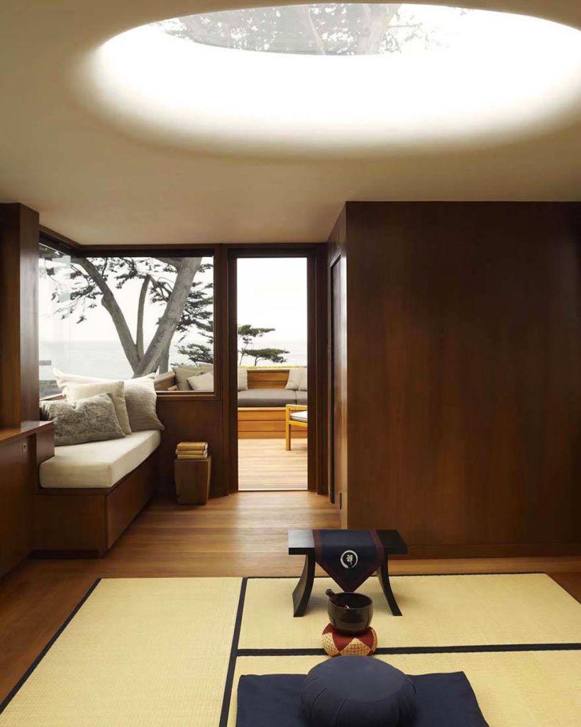 С помощью татами в комнате также можно выделить функциональные зоны