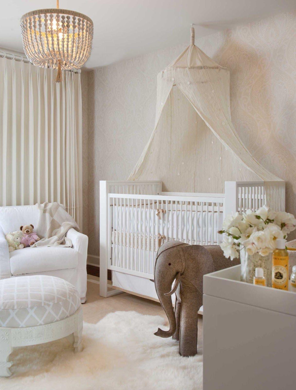 Балдахин над детской кроваткой, закрепленный на потолке